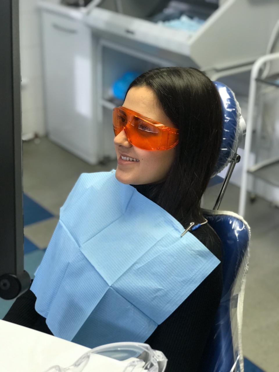 Пациентка в стоматологическом кресле